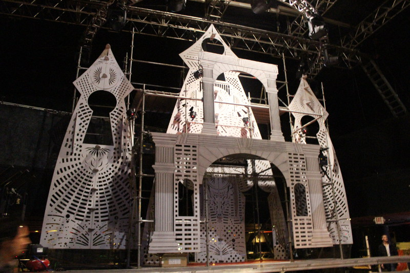 BLACK PARTY SET DESIGN SCENIC CNC