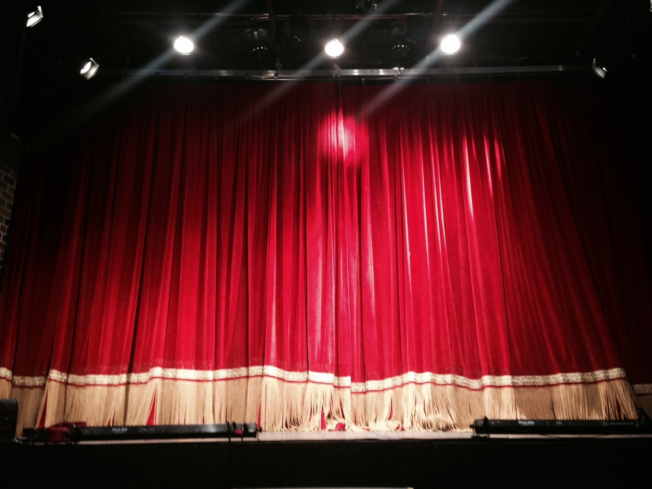 red-curtain2